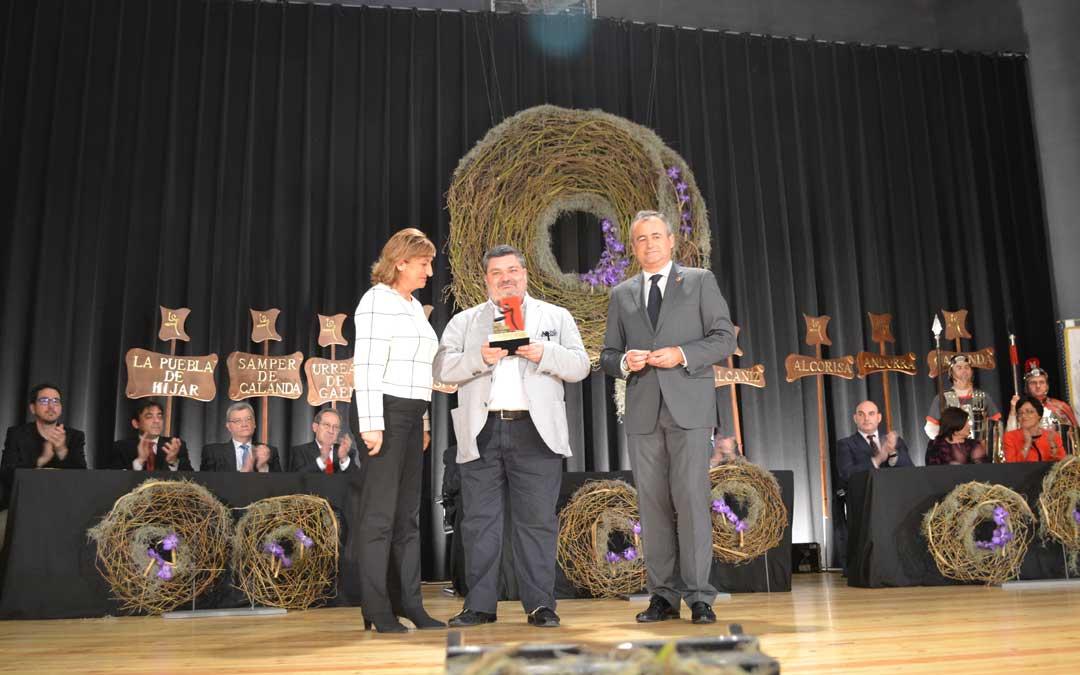 Carlos Millán recibió el Premio Redoble en las Jornadas de la Ruta que acogió Híjar en 2014 en reconocimiento a su labor de difusión de la Semana Santa.