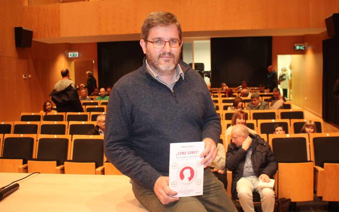 Ignacio Urquizu, el miércoles, minutos antes de la presentación del libro en Alcañiz