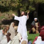 Jesús durante el Sermón de la Montaña.
