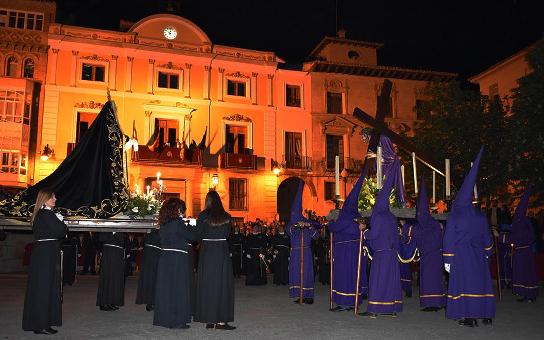 Momento del encuentro entre la Dolorosa y el Nazareno en la plaza España de Caspe.