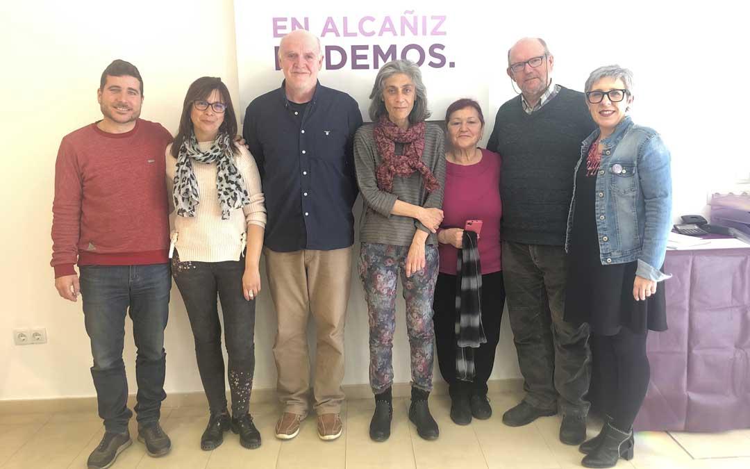 Integrantes de la candidatura de Podemos Alcañiz junto con su secretario en Aragón, Nacho Escartín; y la candidata a las Cortes Marta Prades, este viernes