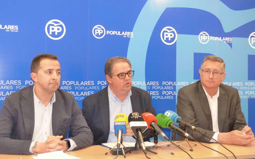 El secretario general, Jesús Fuertes, ha estado acompañado por el candidato al Congreso de los Diputados, Alberto Herrero, y al Senado, Manuel Blasco