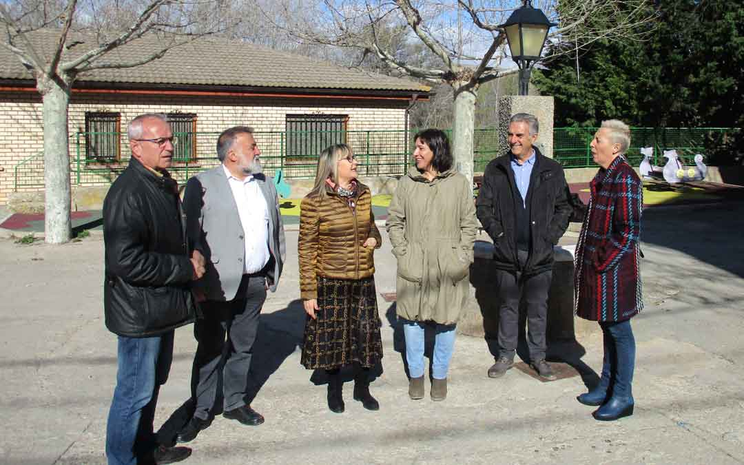 Candidatos del PSOE este martes en el barrio pedáneo de Tortajada (Teruel)