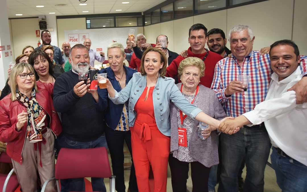 Celebración del PSOE por sus buenos resultados en Teruel el domingo por la noche. Foto: Antonio García /Bykofoto