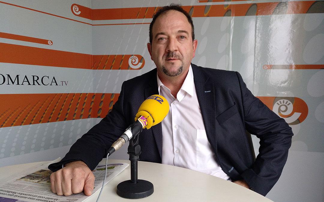 Foto de archivo. Ramón Millán en los estudios de Radio La Comarca en 2019./L.C.