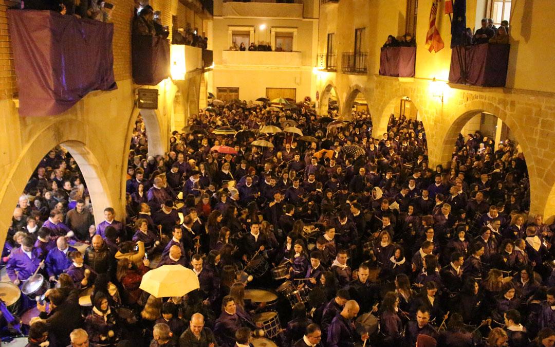 Alcorisa se viste de morado y rompe la Hora en la plaza de los Arcos