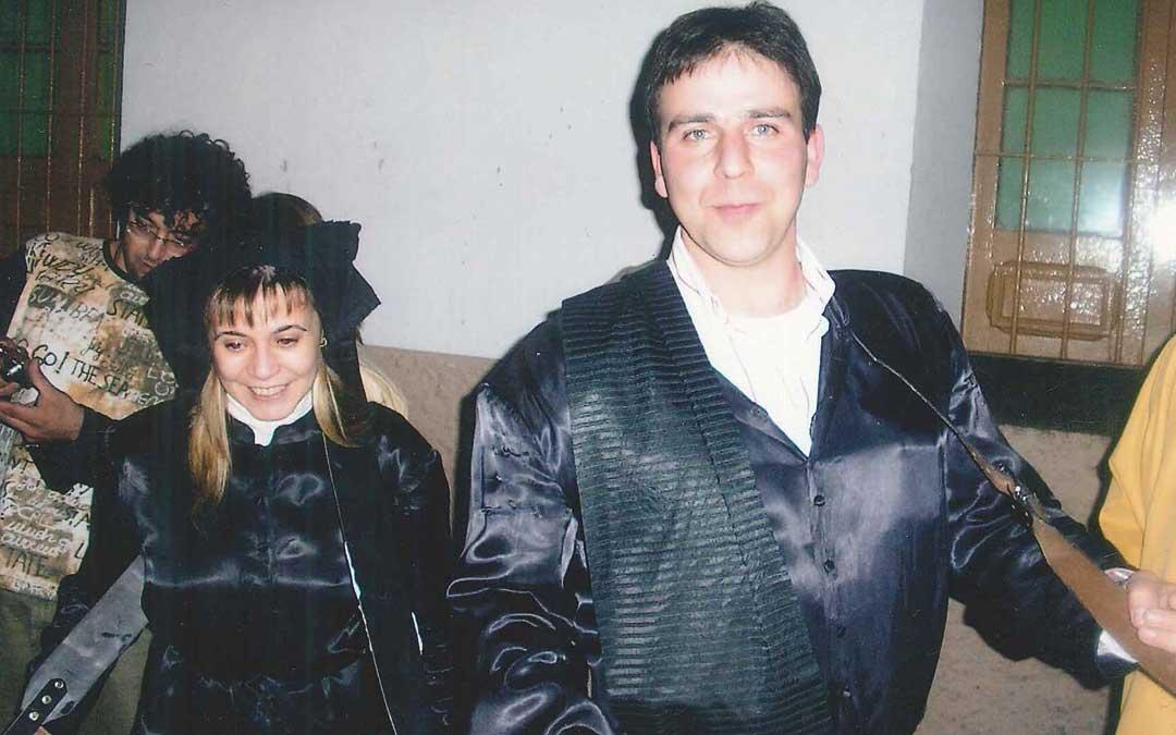 Mamen y Óscar, una Semana Santa en los noventa en Samper. Ambos con el bombo, lo que siempre les ha acompañado.