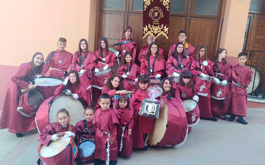 Miembros de la Cofradía de Jesús Nazareno de Ariño este sábado./