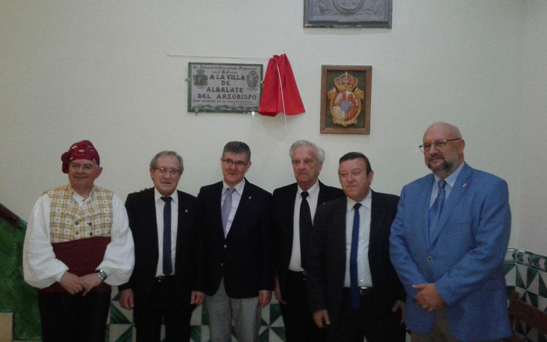 Momento del descubrimiento de la placa en el ayuntamiento de Albalate como pueblo acogedor de las jornadas de Aragoneses en el Exterior los días 3 y 4 de junio de 2017 en las que participaron miles de personas
