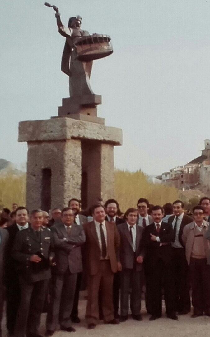 En la inauguración del Monumento al Bombo en 1984 tras la reciente incorporación de Albalate a la Ruta del Tambor y Bombo