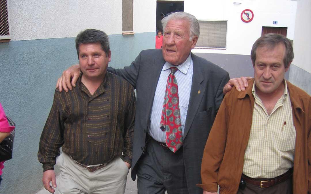 Junto a Segundo Espallargas 'Paulino', superviviente de Mauthausen, en un homenaje de la Comarca del Bajo Martín en Urrea en 2006