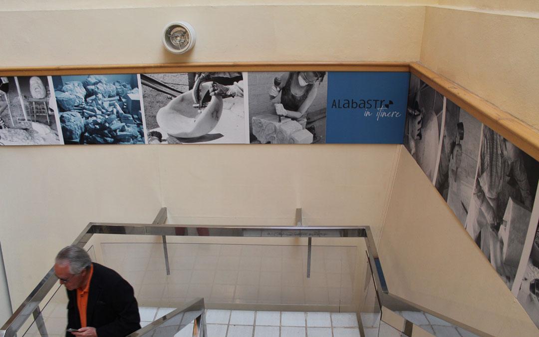 Los paneles repartidos por la exposición dan una visión de cómo se trabaja el alabastro en el CIDA