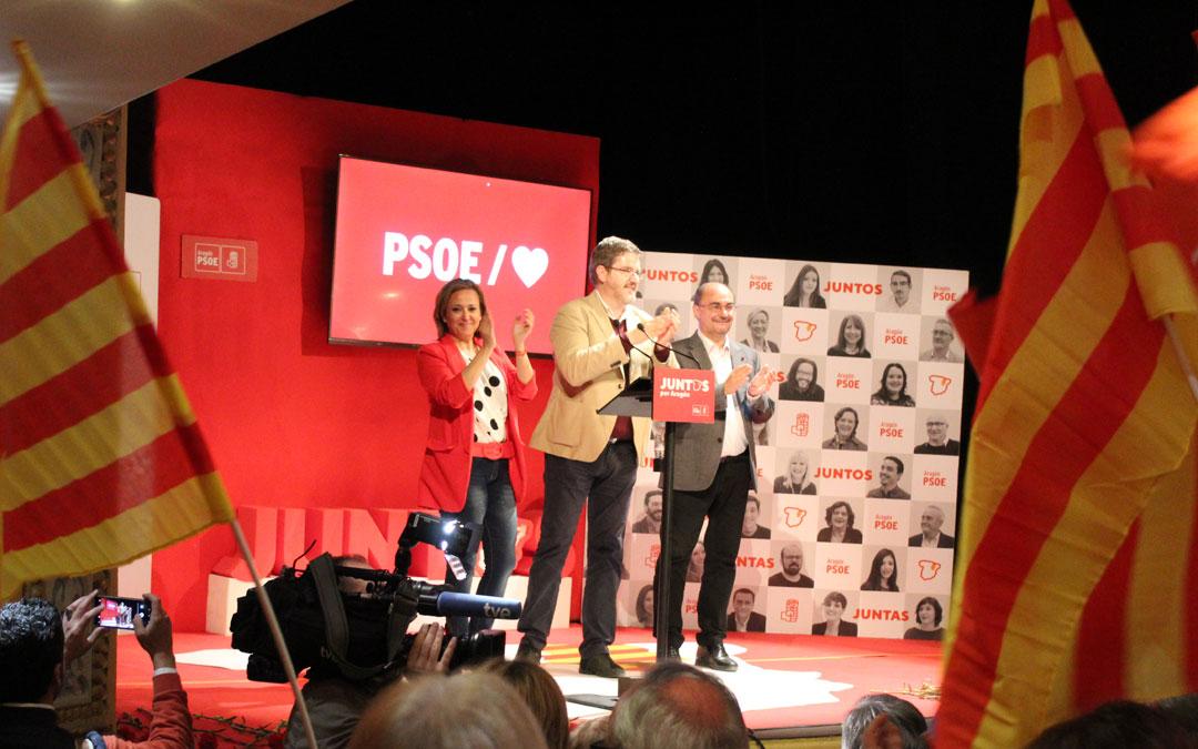Mayte Pérez, Ignacio Urquizu y Javier Lambán, ayer en el mitin celebrado en el Teatro Municipal de Alcañiz