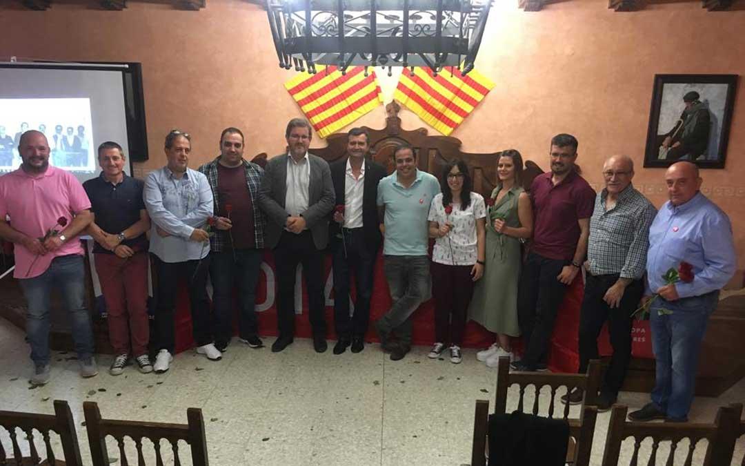 Presentación de la candidatura del PSOE en Ariño con Joaquín Noé a la cabeza. Le arropan Antonio Amador e Ignacio Urquizu. / PSOE