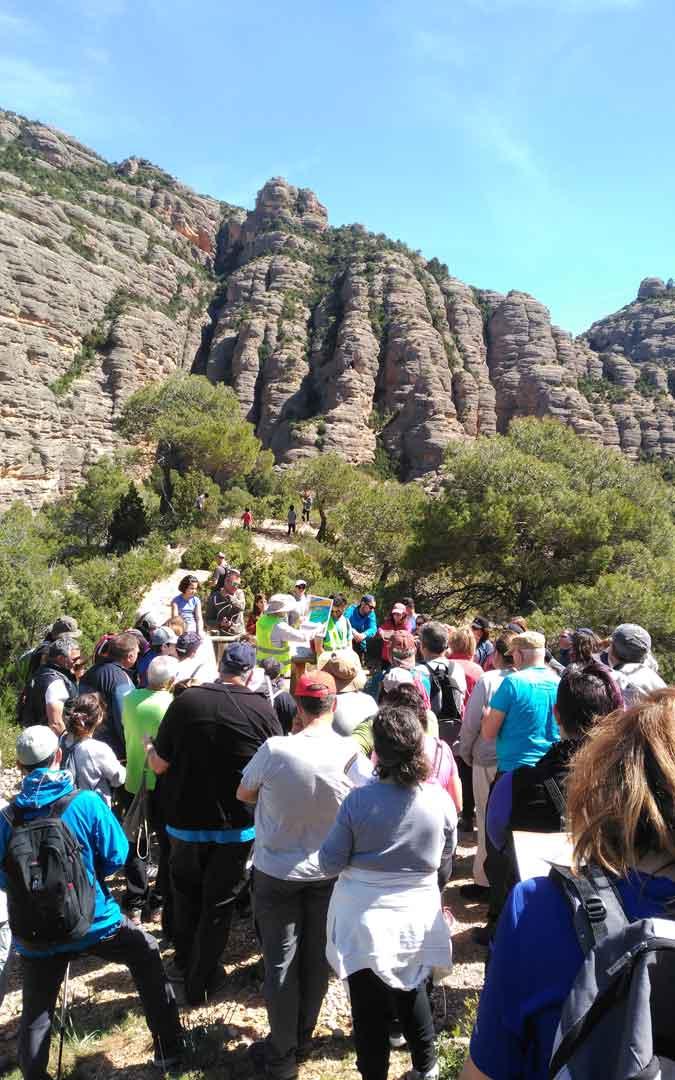 Decenas de personas asistieron al Geolodía en Beceite que tuvo como segunda parada varios enclaves de La Pesquera.
