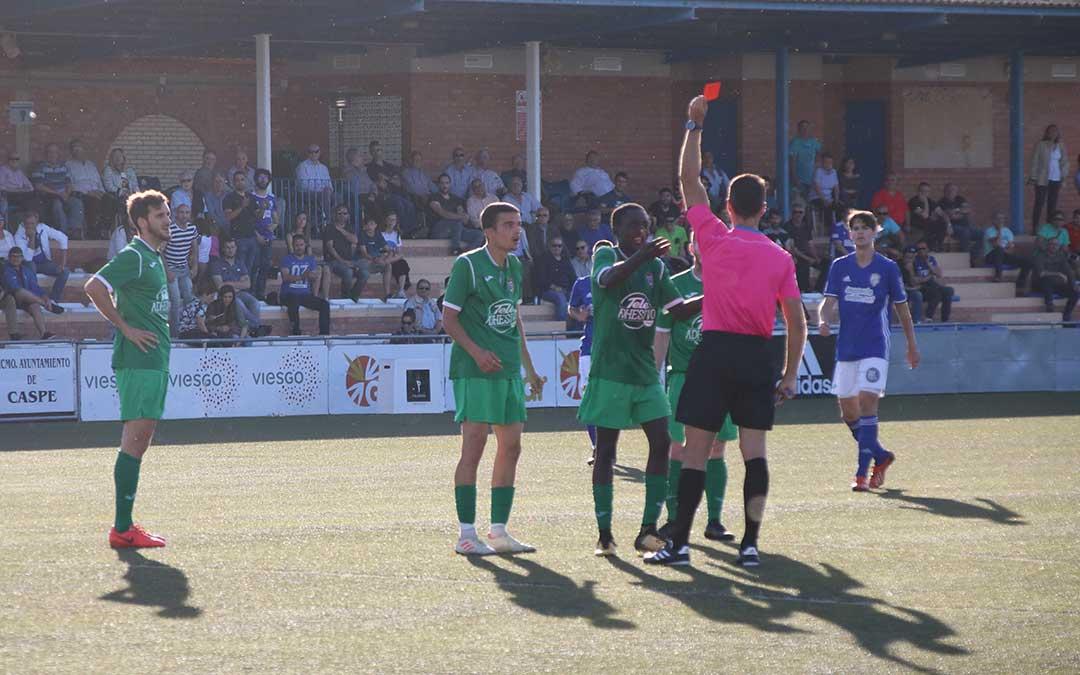 La expulsión de un jugador del Mequinenza en el minuto 81 fue decisiva para el devenir del partido