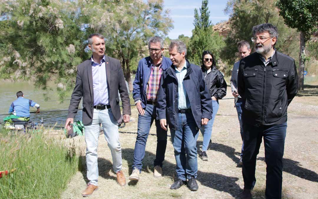El candidato a la presidencia del Gobierno de Aragón por Ciudadanos, Daniel Pérez, junto a Ramiro Domínguez y Francisco Lahoz