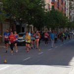 Atletas durante la celebración de esta carrera por la avenida Aragón. /A.M.