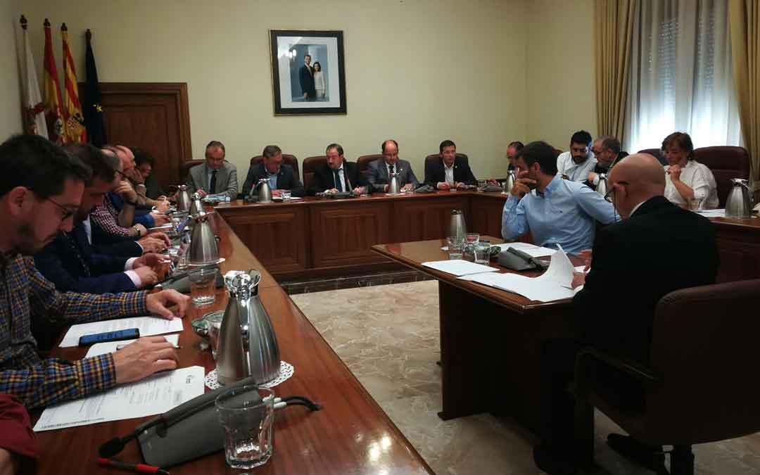Imagen del pleno de la Diputación de este miércoles. Foto: DPT