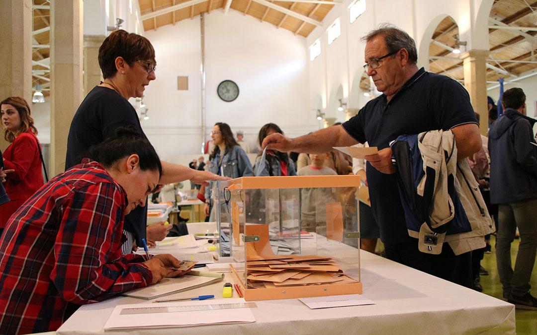 Foto de archivo de las votaciones en Alcañiz