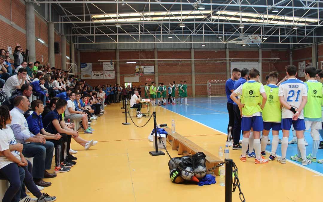 Lleno en las gradas en la semifinal entre el Boca Híjar y el Sala 10 que acabó a favor de los zaragozanos en la tanda de penaltis.