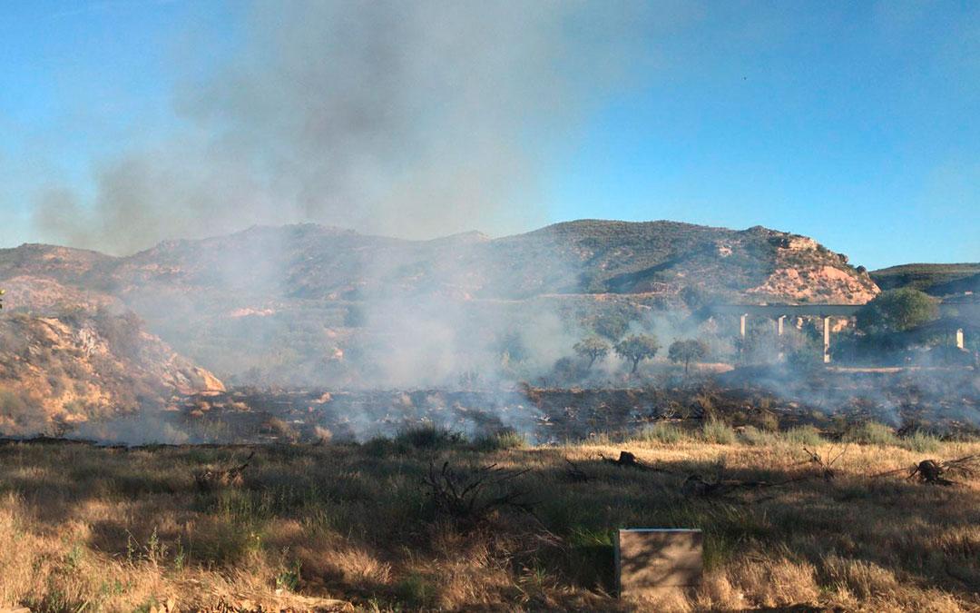 El fuego se ha originado a unos 5 kilómetros del casco urbano de Caspe.
