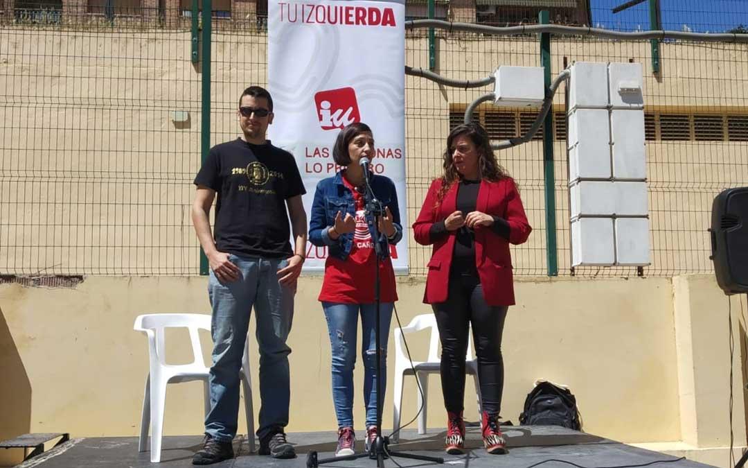 Palomo, Milián y Angustia durante su intervención en el mitin-vermú en Alcañiz