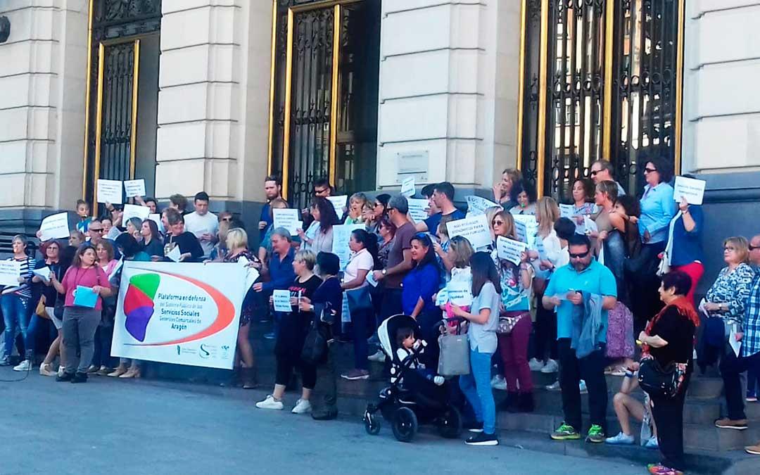 La concentración ha tenido lugar en la Plaza España de Zaragoza.