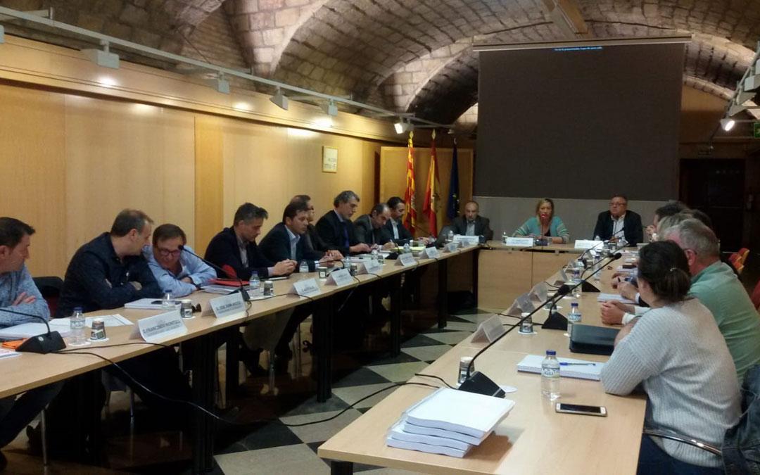 La consejera de Economía, Industria y Empleo, Marta Gastón, ha presidido este miércoles la Mesa de la Minería en Aragón.