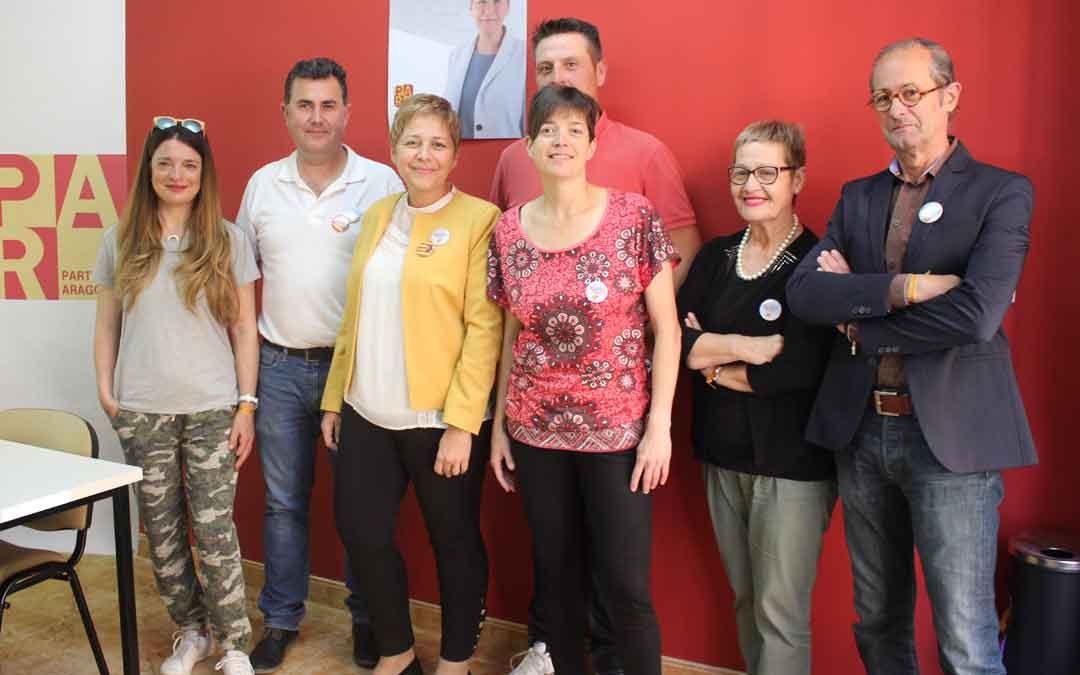 Berta Zapater junto a compañeros de la candidatura, este jueves, en su sede. Foto: L. Castel