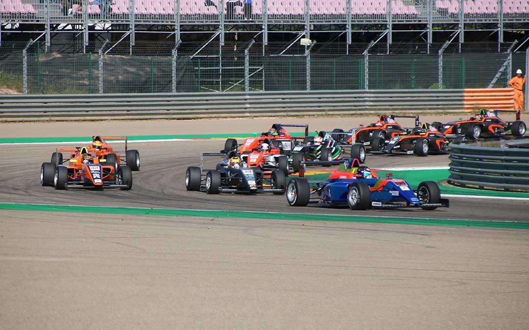 racing weekend 1 f4 salida