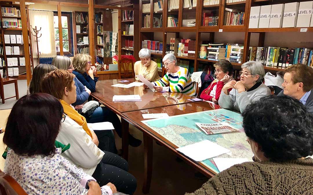 Este viernes se leyeron algunos de los mejores relatos en la biblioteca municipal de Caspe.