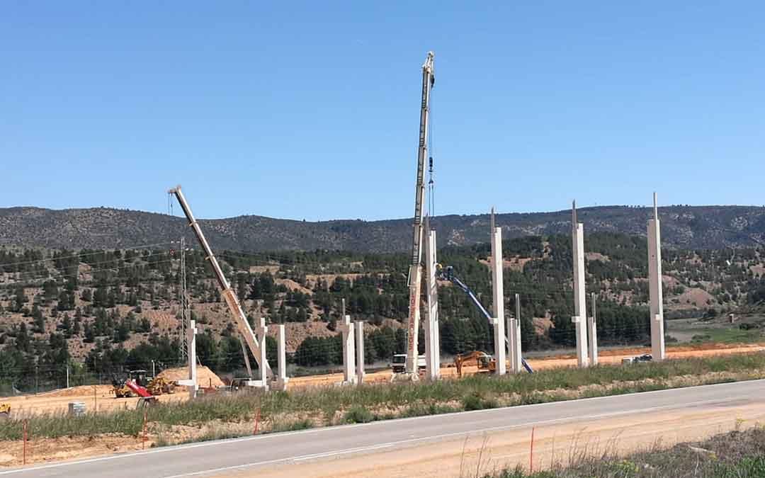Ya se puede ver parte de la estructura de la planta de Ariño. Foto: J. Noé