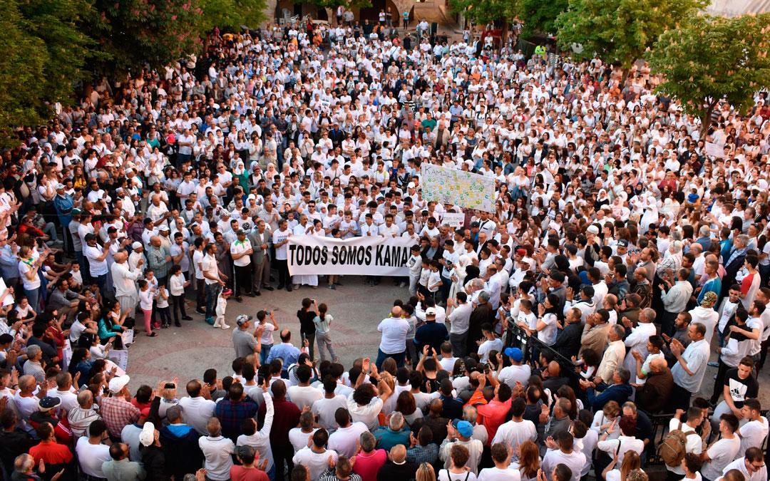 Manifestación en Caspe tras la agresión a un joven con ácido en mayo de 2019./ L. Quílez