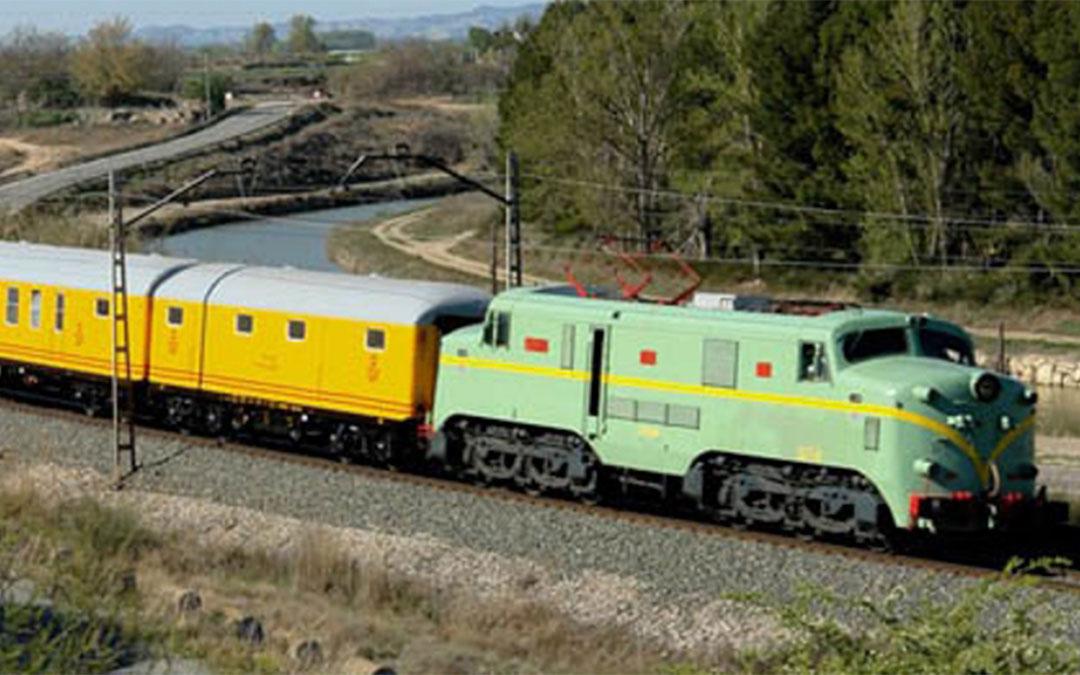 El Tren Azul es una iniciativa turística que recorre muchos rincones de Aragón y simboliza la época dorada del ferrocarril.