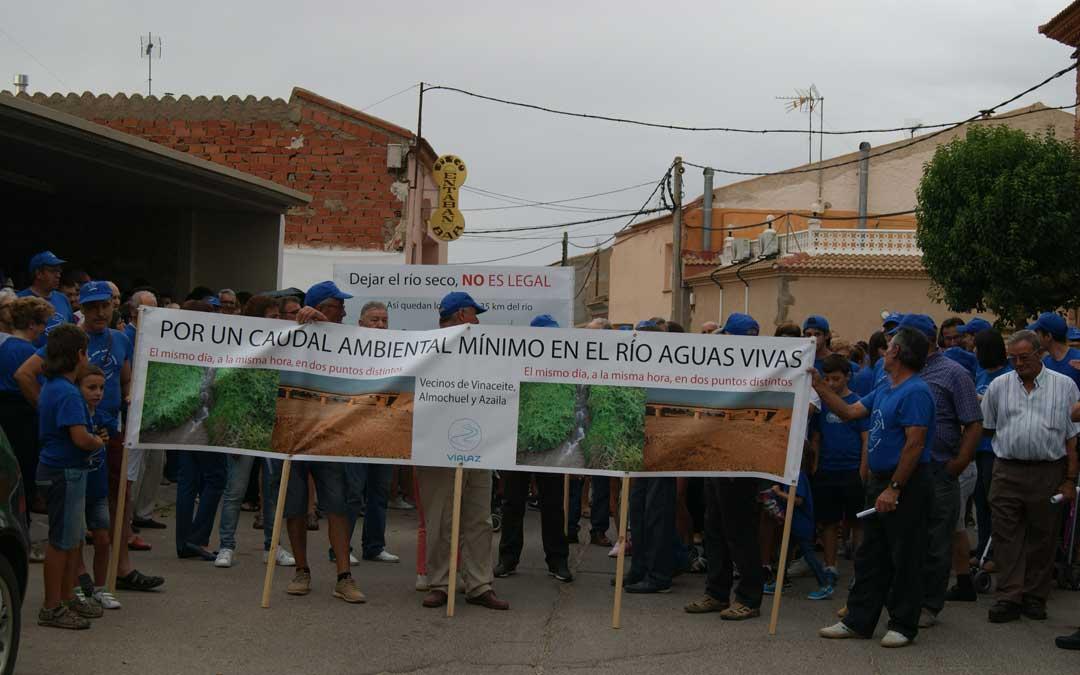 Manifestación convocada por Vialaz en 2016 en Vinaceite para reivindicar un río Aguasvivas con caudal mínimo garantizado todo el año