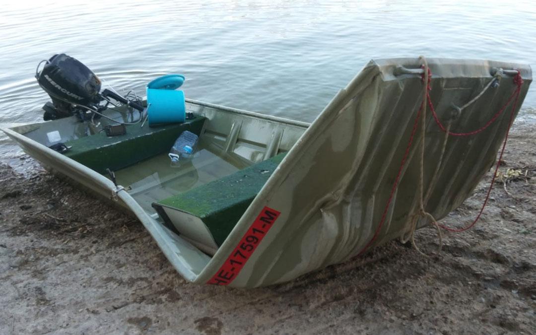 Imagen del estado en el que quedó la embarcación que conducían los dos alemanes desaparecidos. DPZ