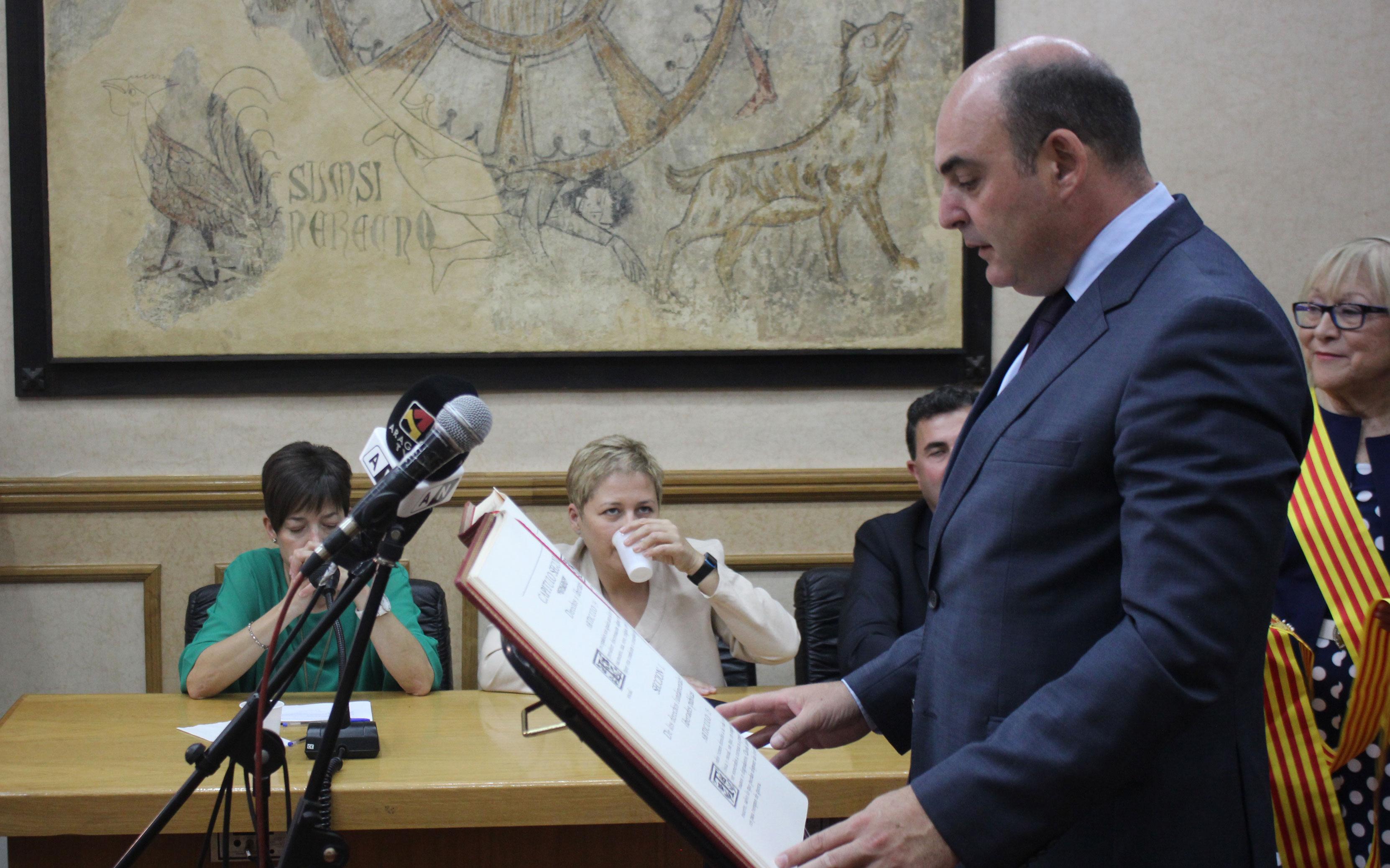 Juan Carlos Gracia, exalcalde, jurando el acta de concejal