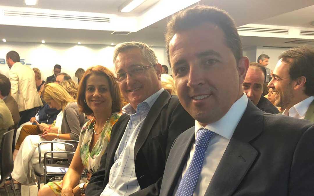Alberto Herrero, este martes, en la Junta Directiva Nacional del PP junto a sus compañeros Emma Buj, alcaldesa de Teruel; y Manuel Blasco, senador