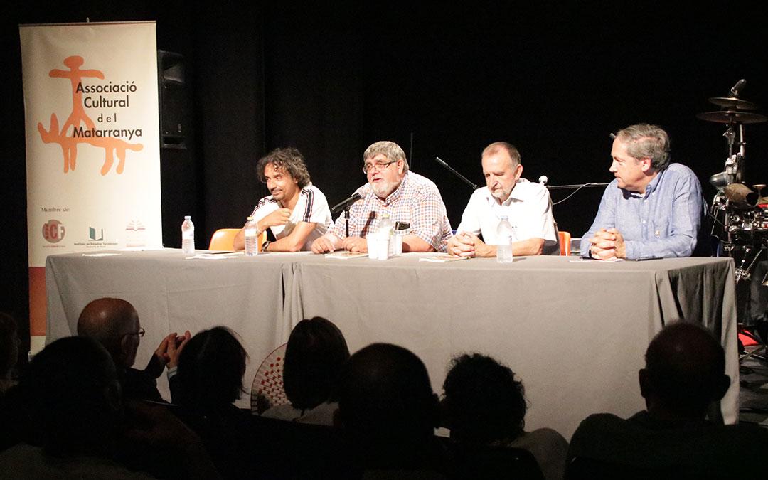 Joaquim Monclús, segundo por la izquierda, durante la presentación del libro sobre Vicente Ferrer Ramos.