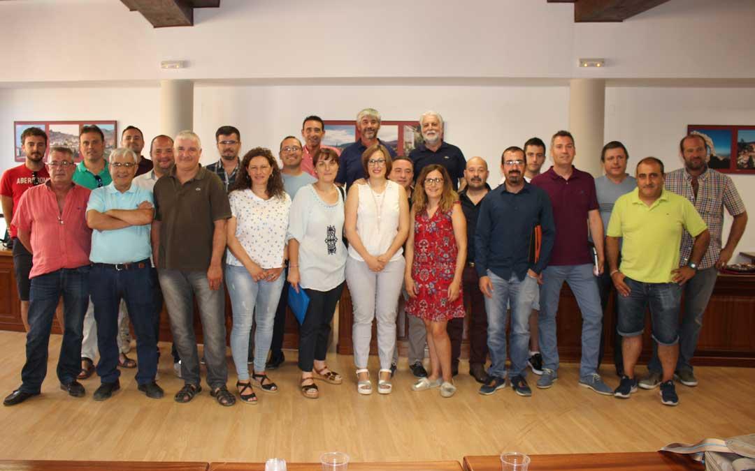 Foto de grupo de todos los consejeros con Marta Sancho en el medio. Foto: L. Castel