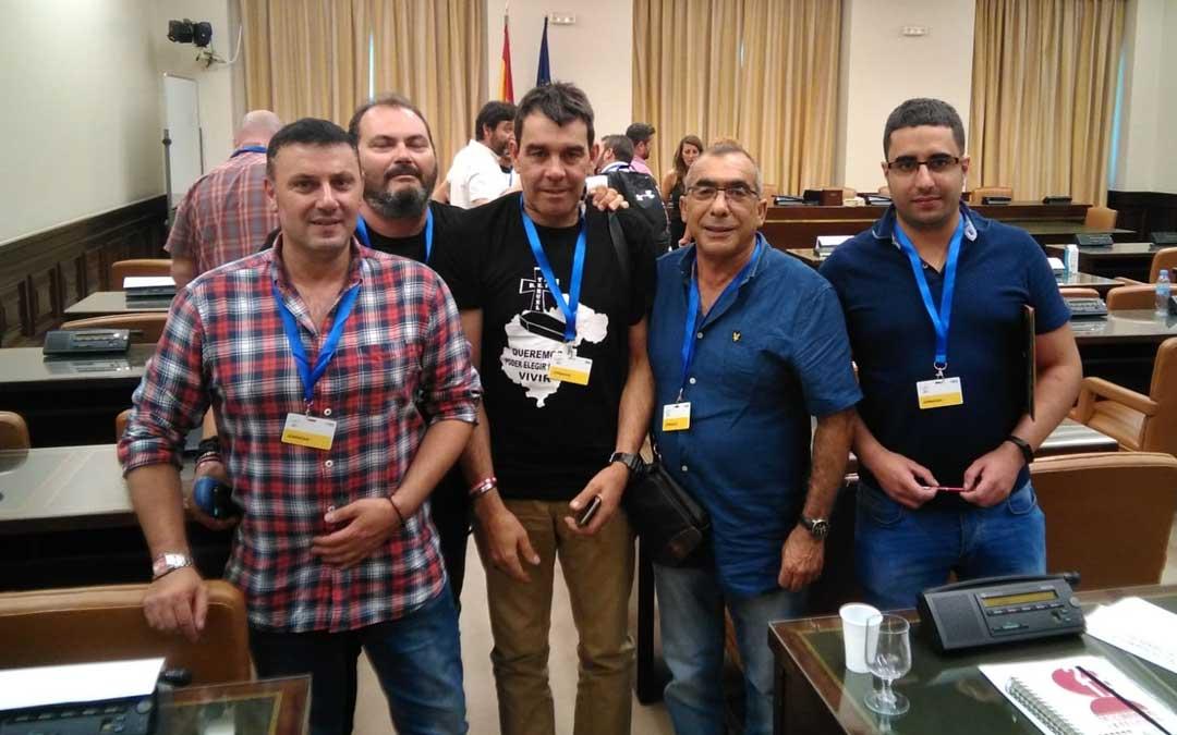 Representantes de las empresas auxiliares y sindicatos de Andorra y Compostilla, en el Congreso este miércoles