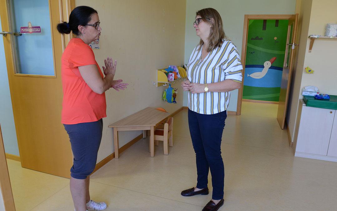 La directora del 'La Selveta', Virginia Trigo, y la concejala delegada Susana Mene