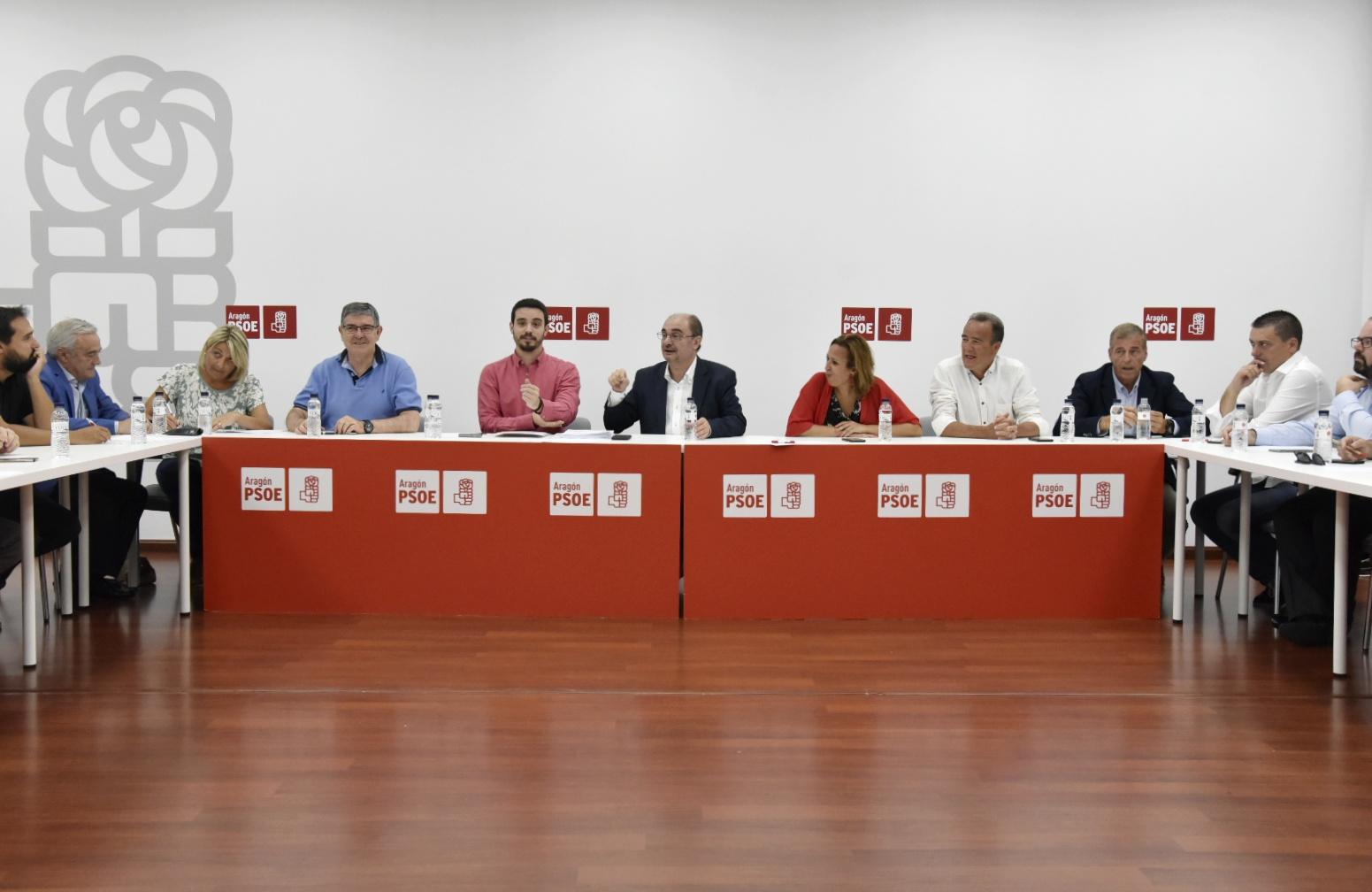 La ejecutiva del PSOE al igual que los órganos de CHA y PAR ratificaron este lunes los acuerdos de gobierno. Por su parte, Podemos-Equo preguntó a su militancia