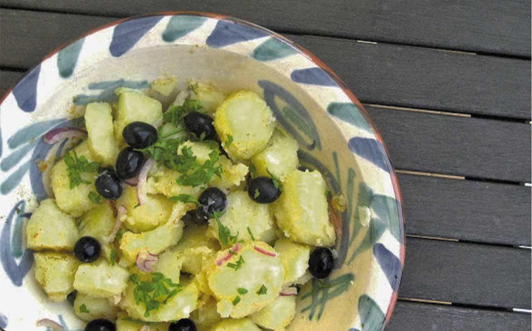 Ensalada de patata aliñada con yogur y mostaza
