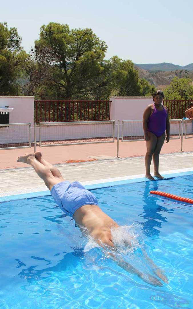 Herrero es usuario habitual de la piscina de verano de Calanda. Foto: L. Castel
