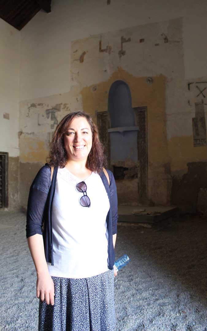 Lucía Conte, en la sinagoga de Híjar tras la visita. / B. Severino