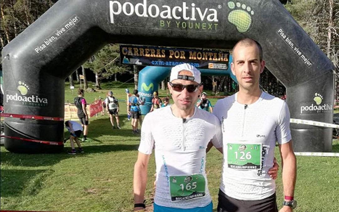 Los corredores de La Iglesuela del Cid, Mario Bonavista y David Rabaza, en la Carrera Boca del Infierno. / Ayto. La Iglesuela