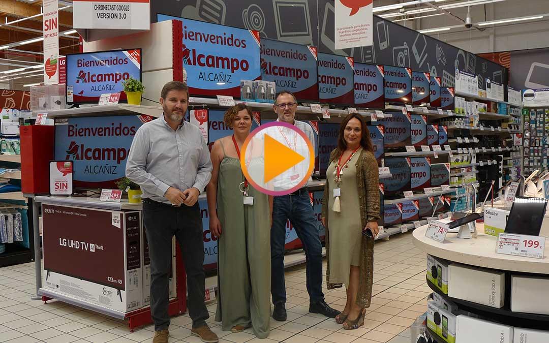 Ignacio Urquizu, Nati Gisbert, Silvia Romanos y José Ignacio Gimeno el lunes tras la reapertura como Alcampo. /A.M.