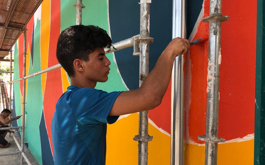 Uno de los voluntarios del campo de trabajo juvenil. // Esther Icart